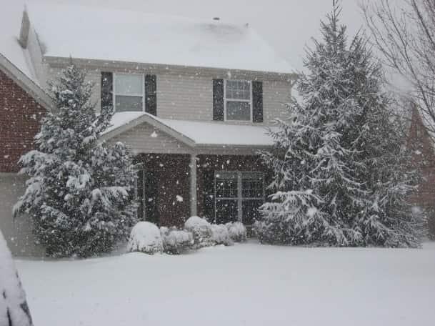 snowy house med